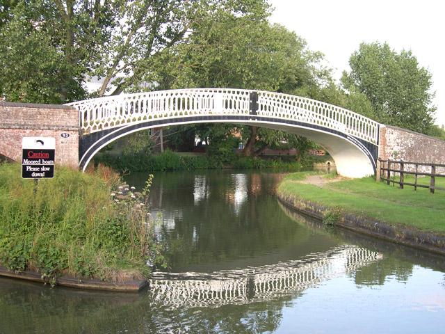 Cast_Iron_Canal_Bridge_at_Braunston_Turn,_Northamptonshire_-_geograph.org.uk_-_374087